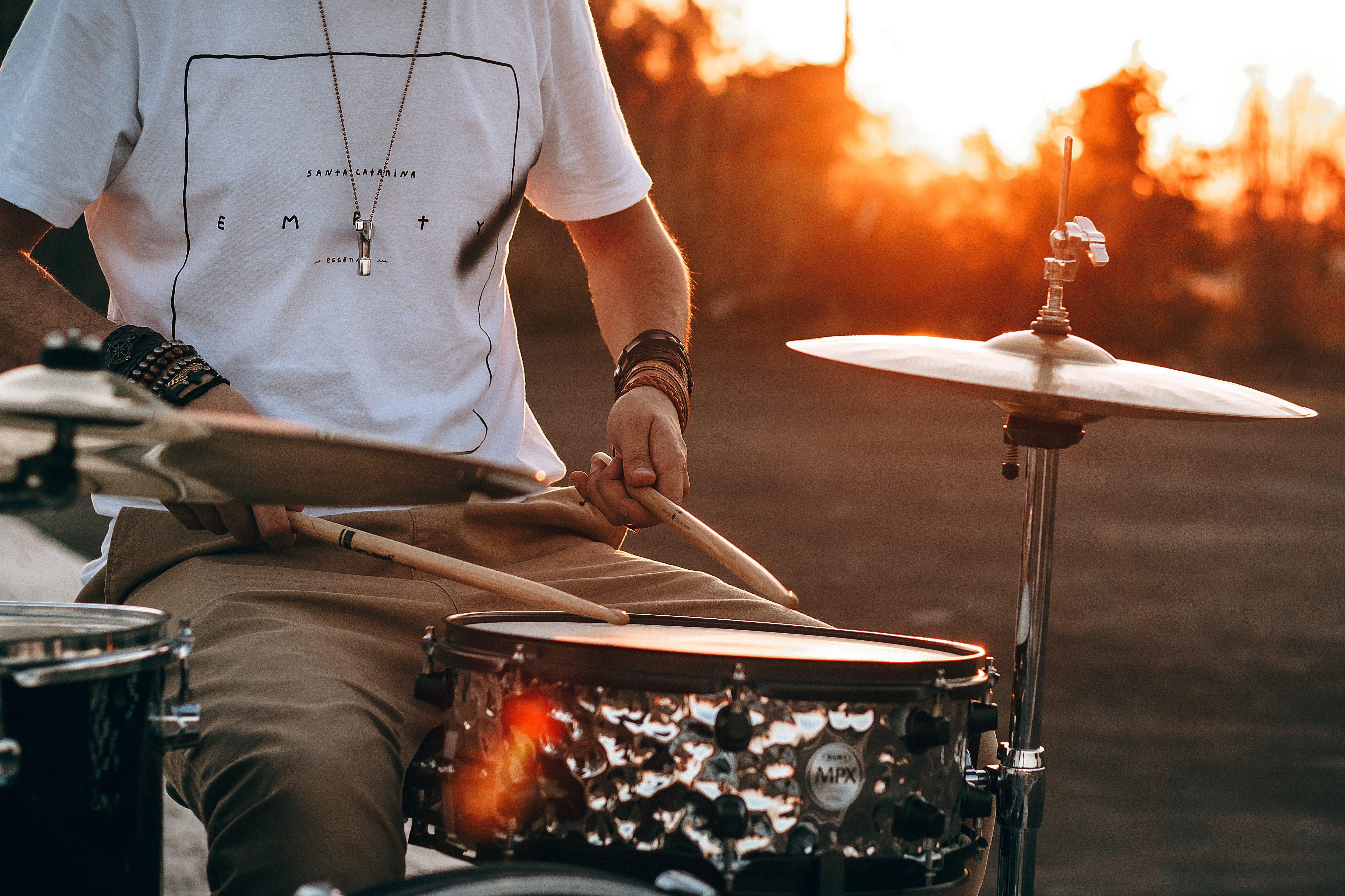ドラムとシンバル